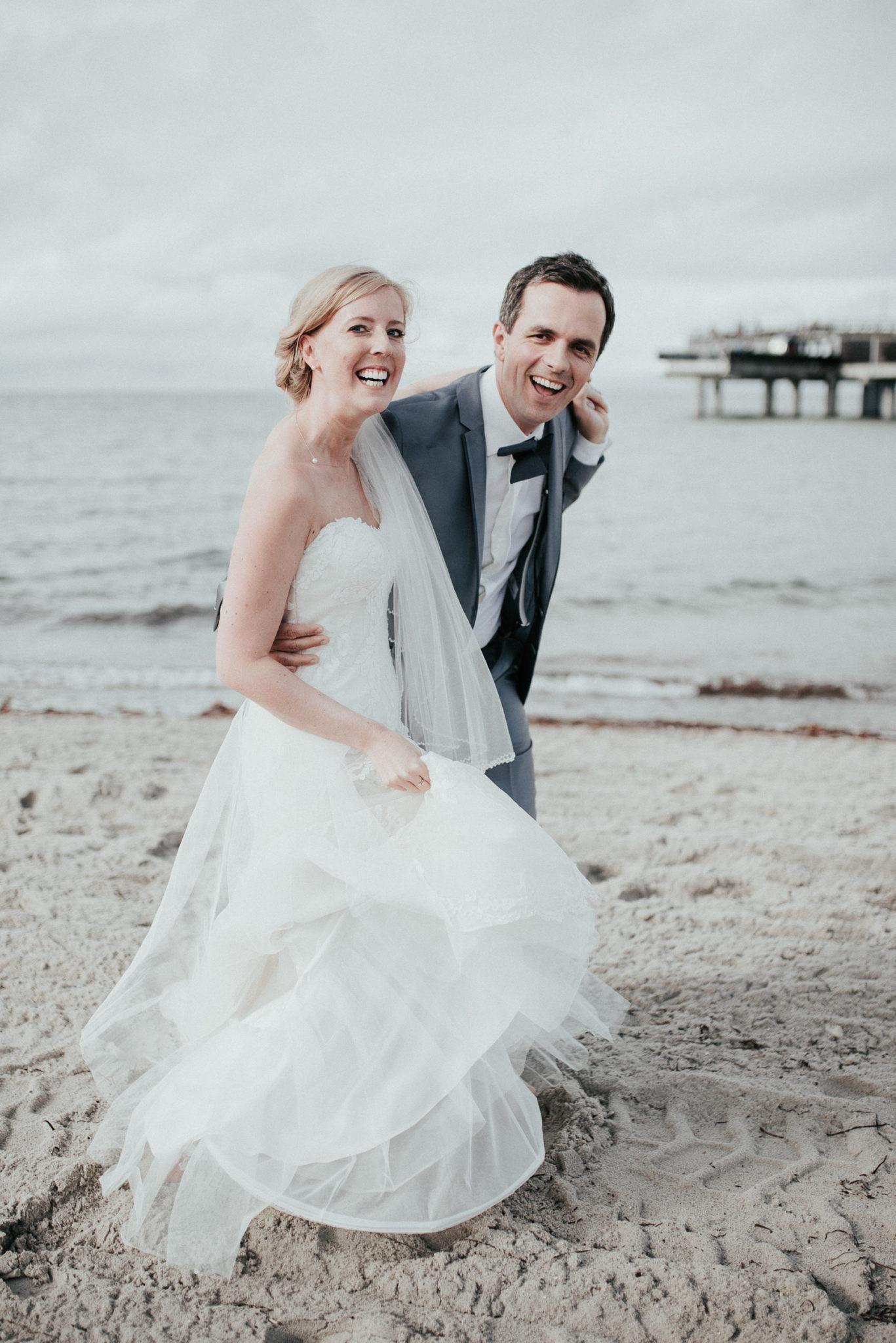 Svenja und Ben Fotografie Hochzeitsfotos Heiligenhafen Ostsee Meer Sankt Peter Ording Mallorca Elopement Weddingphotographer Hohzeitsfotografen
