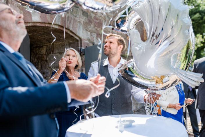 Svenja und Benni Fotografie Hochzeitsfotos Braunschweig Elopement Weddingphotographer Hochzeitsfotografen Fotografen Hochzeit Paar Kassel Nörten Burg